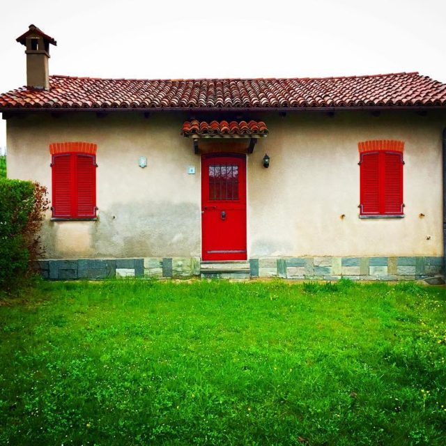 Love this little house in Serralunga DAlbacolors winetrip bloggerontour piemontehellip